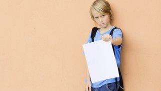 Ein Blauer Brief bedeutet noch nicht, dass Dein Kind die Klasse wiederholen muss.