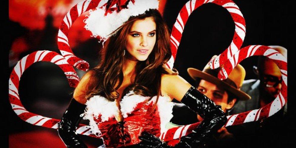Victoria's Secret Engel Barbara Palvin als Weihnachtsfrau