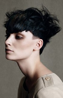 Cooler Pixie Cut in Schwarz