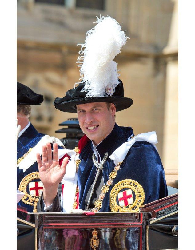 Prinz William mit Feder-Hut.