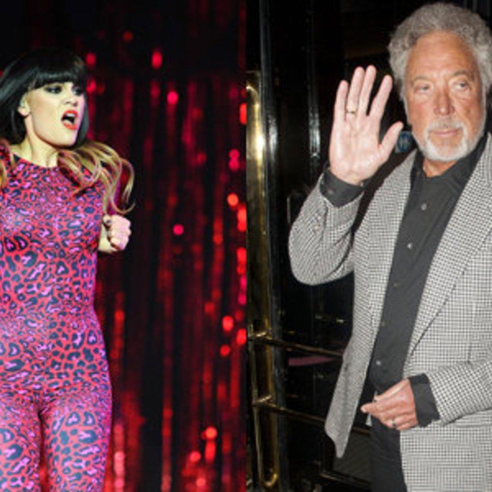 Jessie J hält Händchen mit Tom Jones