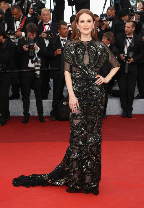 """CANNES, FRANCE - MAY 11: American actress Julianne Moore attends the """"Cafe Society"""" premiere and the Opening Night Gala during the 69th annual Cannes Film Festival at the Palais des Festivals on May 11, 2016 in Cannes, France. (Photo by Andreas Rentz/Getty Images)"""