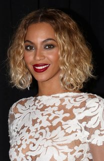Beyonce: Kurze Locken im Wet-Look
