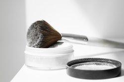 Fixierendes Puder für Mischhaut