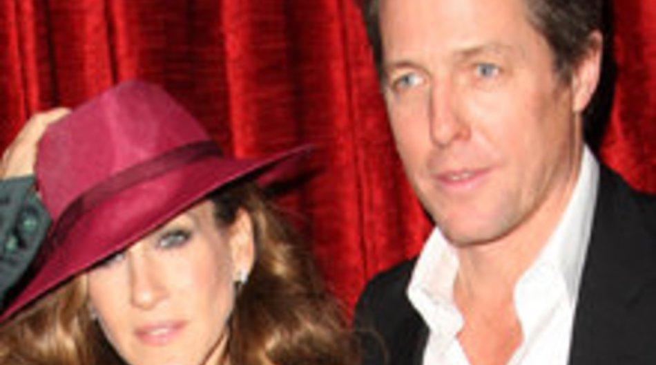 Sarah Jessica Parker macht Hugh Grant eine Maniküre
