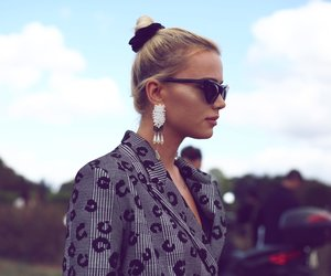 Scrunchie Frisuren: So stylst du das Trend-Haargummi