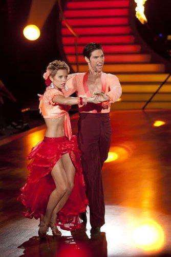 Sylvie van der Vaart tanzt mit ihrem Tanzpartner Christian Polanc