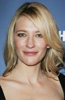 Cate Blanchett mit schulterlangen, blonden Haaren
