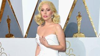 Lady Gaga lässt sich tätowieren
