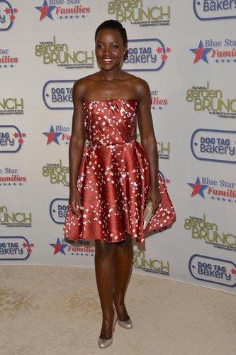 Lupita Nyong'o in einem Kleid