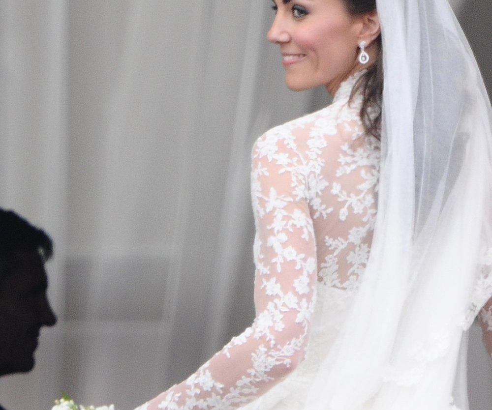 Herzogin Catherine besucht Brautkleid-Näherinnen