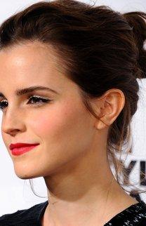 Emma Watson: Lässige Hochsteckfrisur im Undone Look