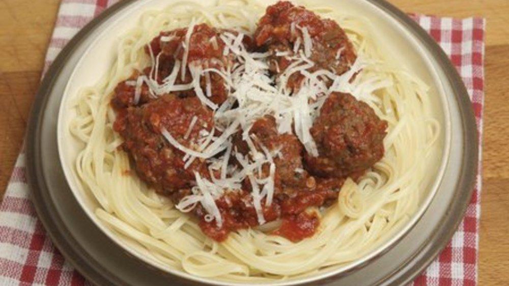 Spaghetti mit Hackbällchen