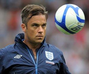 Robbie Williams kickt für den guten Zweck