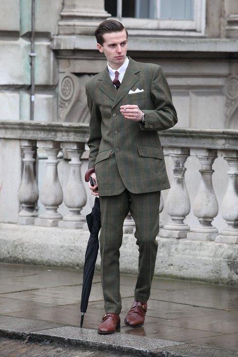 Ein Besucher der London Fashion Week - im adäquaten Look.