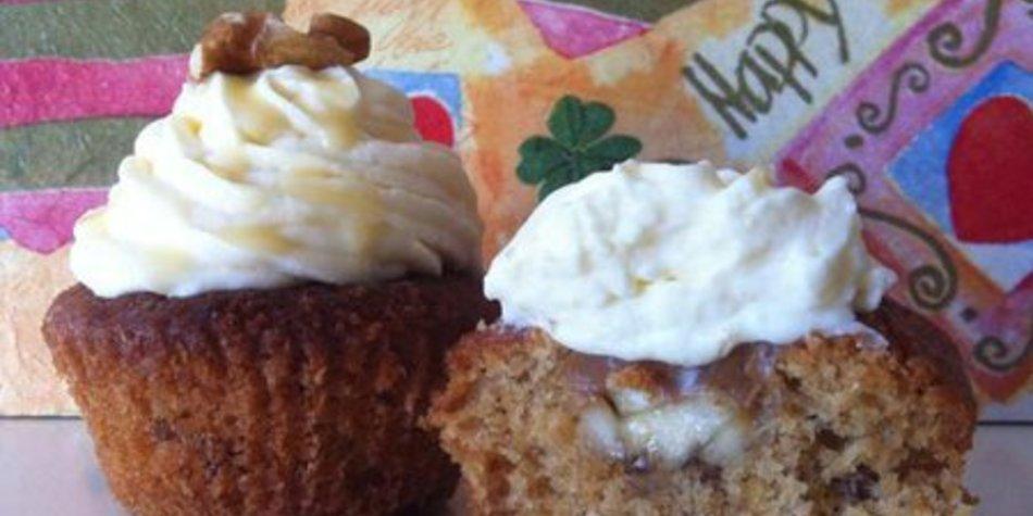 Walnuss Bananen Karamell Cupcake mit Eierlikör Topping