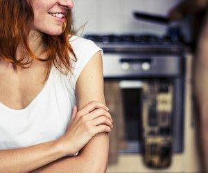 Wer gemeinsam den Staubwedel schwingt, kocht und einkauft, hat mehr Sex, so das Ergebnis einer Studie.