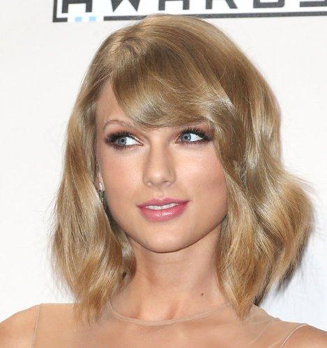 Taylor Swift mit Long Bob