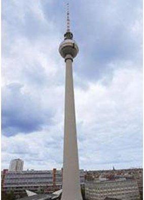 Berliner Fernsehturm während der Fashion Week Berlin