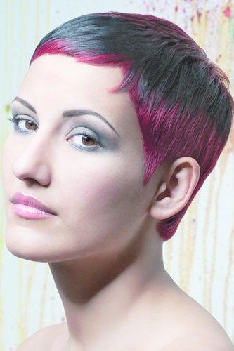 Verführerisch: Pixie mit roten Highlights
