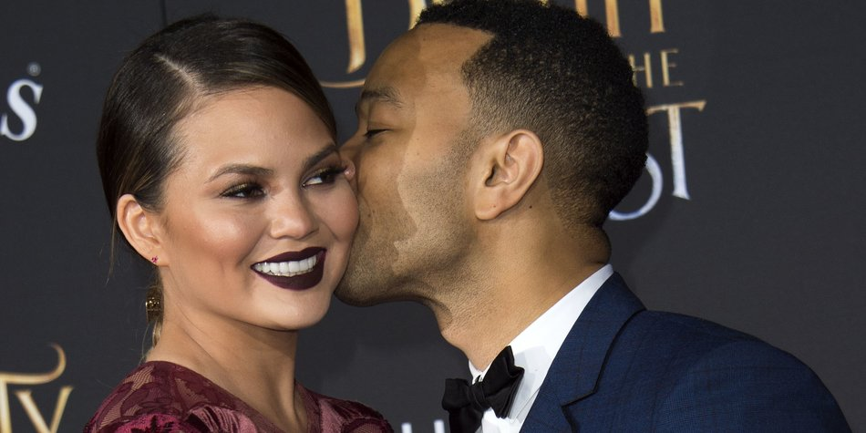Model Chrissy Teigen (L) and recording artist John Legend attend the world premiere of Disney's Beauty and the Beast at El Capitan Theatre in Hollywood, California on March 2, 2017. / AFP PHOTO / VALERIE MACON (Photo credit should read VALERIE MACON/AFP/Getty Images)