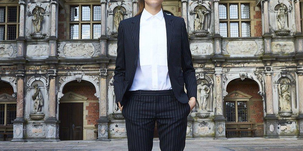 Cara Delevingne kleidet sich gern feminin, aber auch gerne mal als Tomboy (GettyImages/Schiller Graphics)