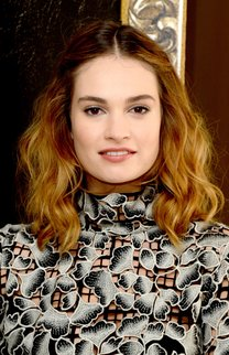 Lily James: Welliger Clavi-Cut