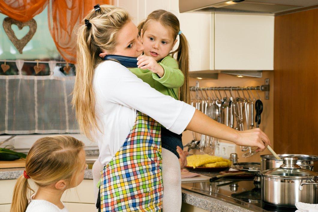 Working Mom-Studie: Viele berufstätige Mütter fühlen sich trotz Mann alleinerziehend