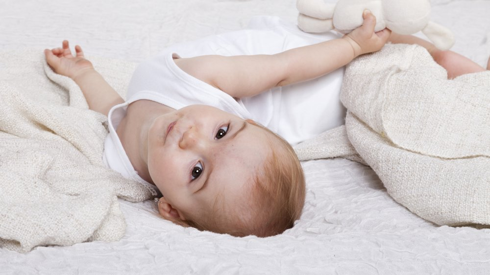Baby mit Ohrring