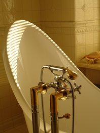 Beckenbodenlockerung durch ein Sitzbad mit Heublumen.