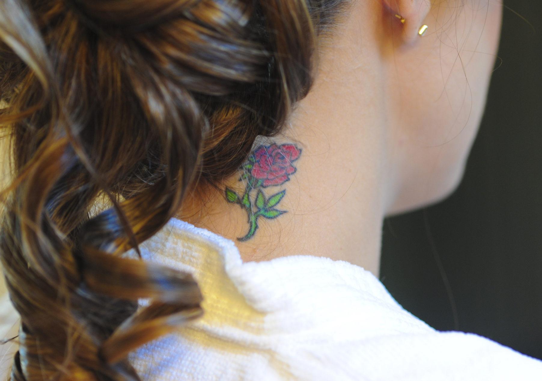 Rosen Tattoo Bedeutung Des Blumen Motivs Desired De