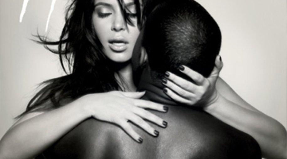 Kim Kardashian und Kanye West in verführerischer Pose auf dem Cover einer französischen Zeitschrift.
