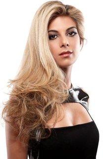 Voluminöse Glamourfrisur: Blondes Haar mit viel Volumen