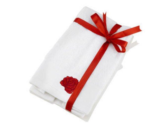 Bei Douglas: weisse handtücher mit Rosen