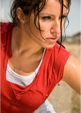 Schwitzende sportliche Frau