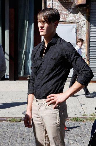 Das richtige Hemd zur richtigen Hose am richtigen Mann.
