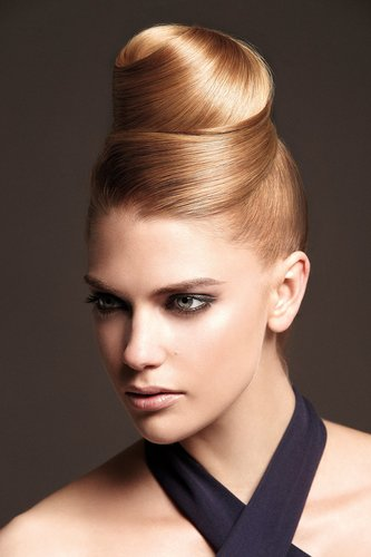 Eleganter Hair Knot am Oberkopf