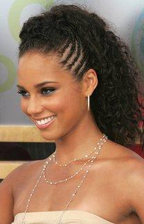 Alicia Keys mit Hochsteckfrisur