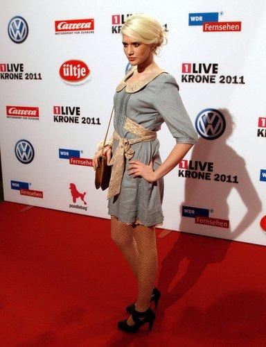 Sarah Knappig auf dem Red Carpet.