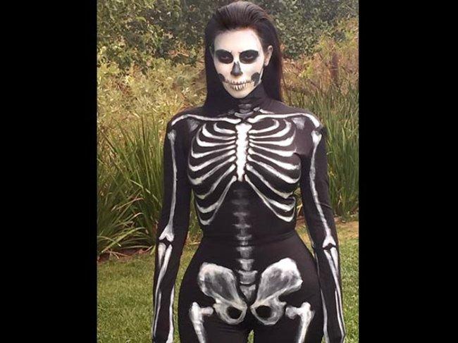 Kim Kardashian als Skelett