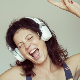 Frau beim Singen