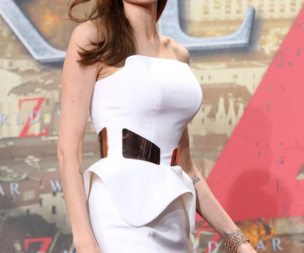 Angelina Jolie hilft Mutter Natur nach