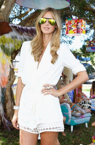 Nikki Phillips im Alice McCall Outfit