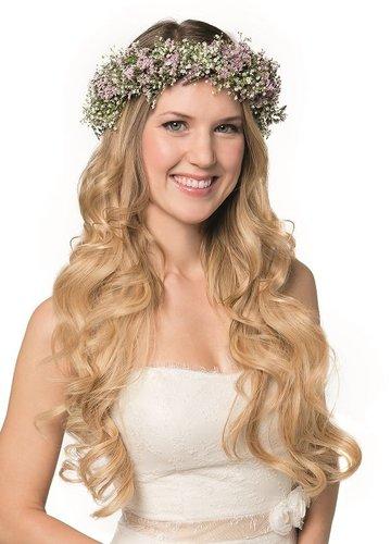 Wellige Brautfrisur mit Blumenkranz