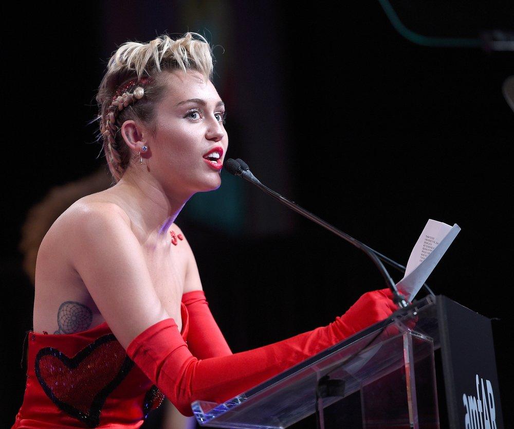 "Miley Cyrus moderiert die ""VMAs 2015"""