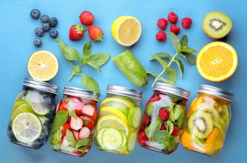 Infused Water, Wasser mit Fruchtgeschmack, ist perfekt für Deine 24-Stunden-Entgiftungskur.