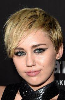 Miley Cyrus: Bubikopf mit Strähnchen