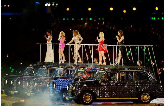 Die Spice Girls auf der Bühne.