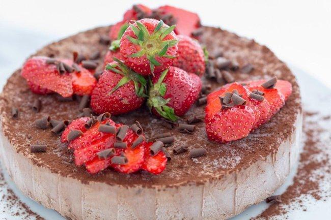 Schokoladig: Nougat Parfait mit Schokosplittern und Erdbeeren II
