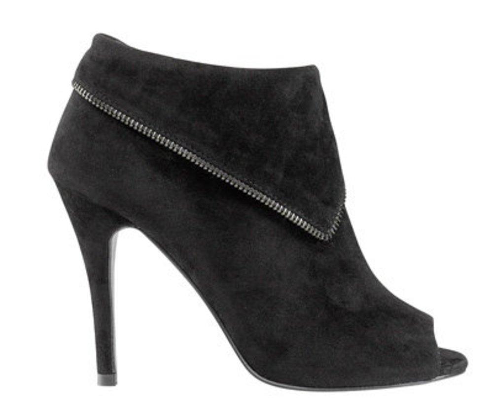 Schuhe im Trend: schwarze Stiefelette